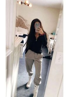 Sweatpants outfit - 42 best fashion teenage you should copy 38 Winter Outfits For Teen Girls, Cute Lazy Outfits, Casual School Outfits, Chill Outfits, Teen Fashion Outfits, Mode Outfits, Outfits For Teens, Summer Outfits, Cute Outfits With Sweatpants