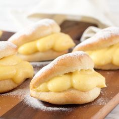 Puddingbroodjes The recipe for the real pudding sandwiches can be found here and they are of course filled with the tastiest homemade pastry cream. Bakery Recipes, Tart Recipes, Sweet Recipes, Homemade Pastries, Dutch Recipes, Sweet Pie, C'est Bon, High Tea, Bread Baking