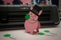 Crafting template for Sylvester: lucky pig - Neujahr Ideen Farm Animal Crafts, Pig Crafts, Diy Crafts To Do, New Year's Crafts, Party Invitations Kids, Christmas Party Invitations, Christmas And New Year, Christmas Cards, Christmas Ornaments
