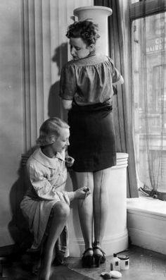 collective-history: Painting on stockings, a solution for the shortage of nylon, 1940.