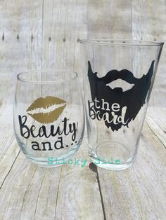 Wine Glasses - Beauty and the Beard Couple glass set Engagement glasses Wedding glasses Couples gift set Beard Beauty Wine Glass Sayings, Wine Glass Crafts, Wine Craft, Vinyl Crafts, Vinyl Projects, Diy Wine Glasses, Christmas Wine Glasses, Stemless Wine Glasses, Glitter Wine