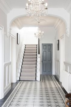 Entrance hall ideas with stairs a timeless quality to this hallway entrance hall and stairs ideas Edwardian Haus, Edwardian Hallway, Edwardian Staircase, Victorian Hallway Tiles, Hall Tiles, Tiled Hallway, White Hallway, Long Hallway, White Walls