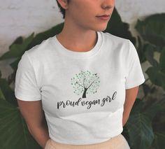 Chemise végétalien Vegan vêtements t-shirt végétalien fille   Etsy  #FloralShirt #BotanicalShirt #FloralShirt #RedRoseShirt #PlusSizeClothing #FloralTshirt #FlowerT-shirt #FloristShirt #WomenTee #womensfashion #t-shirt #flowers #plussize #clothing #fashion #fashionideas #trending #trend #outfits #outfitsideas #bags Vegan T Shirt, Vetements T Shirt, Fabric Weights, T Shirts For Women, Lady, Cotton, Shopping, Tops