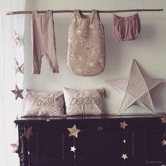 Lanterne lumineuse étoile - rose fané, coussins brodés, guirlande étoile, combinaison Stef l Numéro74 l www.little-home.fr