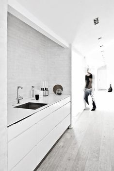 Minimalist white furniture in this minimalist kitchen, the Fredensborg House by NORM Architects. to deliver superior interior acoustic experince. Modern Kitchen Design, Interior Design Kitchen, Interior Decorating, Kitchen Designs, Kitchen Ideas, Decorating Kitchen, Gray Interior, Interior Modern, Bathroom Interior