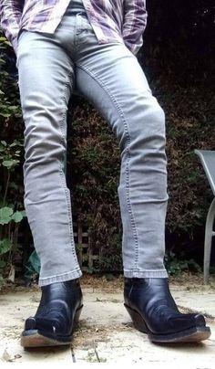 Men In Tight Pants, Cute Country Boys, Estilo Country, Hot Cowboys, Hunks Men, Cowboy Outfits, Engineer Boots, Denim Jeans Men, Athletic Men