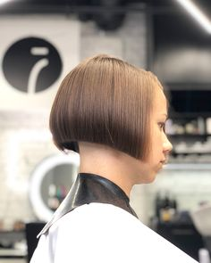 Cant get enough of bob ⚡️⚡️⚡️ А вам надоедает боб? Shaved Bob, Shaved Nape, Short Bob Hairstyles, Bun Hairstyles, Bob Haircuts, One Length Bobs, Edgy Bob, Clipper Cut, Angled Bobs