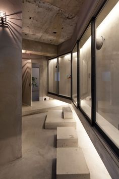玄関事例:エントランス(ドレスルームのあるコンクリートアパートメント)