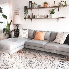 Monochrome living room with plants on shelves - Home living room - Shelves Small Living Room Decor, Apartment Living Room, Monochrome Living Room, Boho Living Room, Living Room Wall, Apartment Decor, Living Room Plants, Living Decor, Room Layout