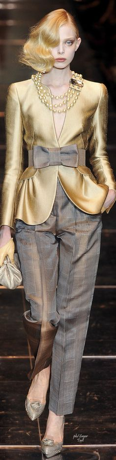 Gold and Grey Armani Gold Fashion, High Fashion, Fashion 2020, Armani Prive, Couture Fashion, Runway Fashion, Womens Fashion, Pantsuits For Women, Jumpsuit Pattern