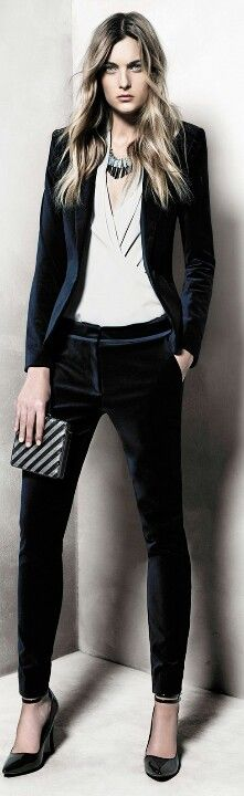 obsessed w/ this gorgeous velvet suit outfit Business Mode, Business Outfit, Style Work, Style Me, Look Camisa Jeans, Moda Fashion, Womens Fashion, Fashion Pants, Velvet Suit
