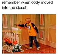 The good ol' days. *Wipes away a tear* The Suite Life of Zack and Cody Disney Love, Disney Magic, Disney And Dreamworks, Disney Pixar, Old Disney Shows, Sprouse Bros, Zack Y Cody, Old Disney Channel, Suite Life