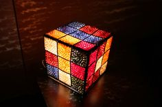 Lámpara Cubo de Rubik de Crochet ~ Susigurumi http://susigurumi.blogspot.com.es/