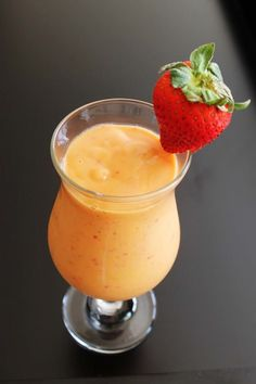 strawberry mango smoothie recipe - Only three ingredients smoothie recipe. Very delicious yet easy to make fruit smoothie recipe Strawberry Mango Smoothie, Mango Smoothie Recipes, Kiwi Smoothie, Easy Smoothies, Smoothie Drinks, Strawberry Recipes, Green Smoothies, Strawberry Blueberry, Smoothie Diet