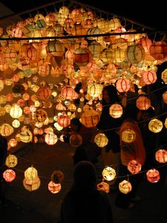 Lotus lantern festival 2001 - Culture of Korea - Wikipedia, the free encyclopedia Floating Lanterns, Candle Lanterns, Paper Lanterns, Lantern Festival, Festival Lights, What A Wonderful World, Beautiful World, Beautiful Places, Pagoda Temple