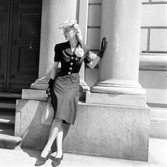 1940's fashion. So adorable.
