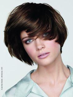 Modne fryzury z grzywką: ponad 100 zdjęć