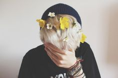 Oh what Noah let the girls do to him when he was just a guppie. Soft Grunge, Yoosung Kim, Jace Lightwood, Teddy Lupin, Scorpius Malfoy, Saeran, Flower Boys, Mystic Messenger, Mellow Yellow