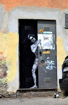 by Levalet - Tourisme _ close-up III _ New pieces for Memorie Urbane - Latina, IT - 21.05.2014