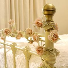 <3 I did an arrangement such as this one on my iron bed and just loved sleeping in it