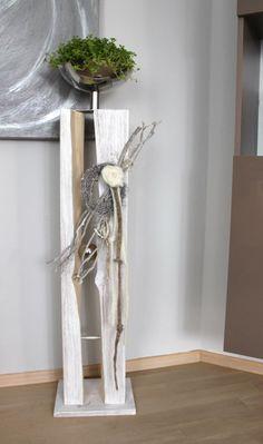 GS48 – Große Säule für Innen und Außen! Große gespaltene Säule, natürlich dekoriert mit einer großen Edelstahlschale zum bepflanzen, kleinen gekalktem Rebenkranz, Filzrose und Filzbändern! Preis 129,90€