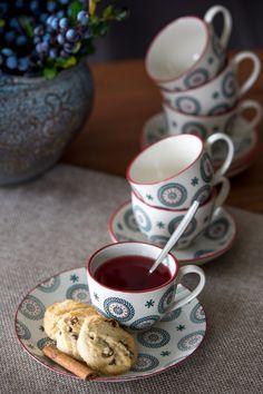 Mesele zilnice sau ocazionale prind culoare datorită influențelor rustice în materie de amenajare. Savurează ceaiul aromat din fructe proaspete în ceașca BLUE ETNIC!#cesti ceai#cesti cafea#ceai
