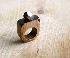 Pierre gemme géométrique anneau en bois avec la Pyrite, anneau de déclaration coctail, bijoux en bois de pierres facettées, géométrique minimaliste, marron et noir