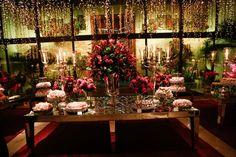 Mesa de doces com flores pink