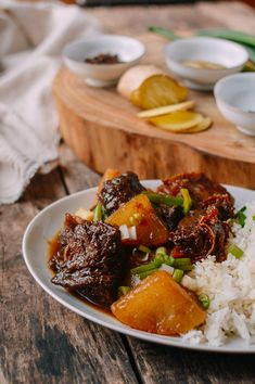 Cantonese Instant Pot Braised Beef with Daikon Radish - This is a pressure cooker version of a classic Cantonese Beef Stew with Daikon, done in less than 2 hours. Braised Pork Belly, Braised Beef, Radish Recipes, Beef Recipes, Recipies, Instant Pot Pressure Cooker, Pressure Cooker Recipes, Wok Of Life, Asian Beef