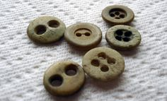 Vintage+Button+Guide+-+Ways+to+Identify+Antique+Buttons