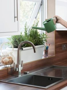 How to Plant a Kitchen Herb Garden -  How to Plant and Grow Herbs Indoors | Kitc...#garden #grow #herb #herbs #indoors #kitc #kitchen #plant Growing Tomatoes Indoors, Growing Tomatoes In Containers, Herbs Indoors, Growing Herbs, Grow Tomatoes, Baby Tomatoes, Cherry Tomatoes, Dried Tomatoes, Herb Garden Kit