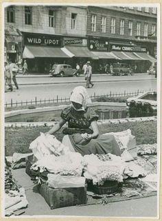 1928. Kézimunka árus a Rákóczi úton. Old Pictures, Old Photos, Vintage Photos, Budapest Hungary, Holiday Travel, Historical Photos, The Good Place, The Past, Culture