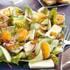 Caprese Salad, Cobb Salad, Tasty, Yummy Food, Health And Wellbeing, Brie, Potato Salad, Salad Recipes, Sushi