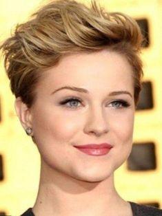 il existe des tas de types de coiffures...cheveux courts...voilà les principales coiffures pour les femmes...coiffure femme pour les visages ronds