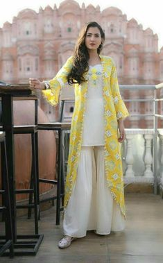 Girls Casual Dresses/Winter Collection / Latest Fashion/new ideas for girls Pakistani Dress Design, Pakistani Outfits, Indian Outfits, Designer Party Wear Dresses, Indian Designer Outfits, Mode Abaya, Mode Hijab, Stylish Dresses, Casual Dresses