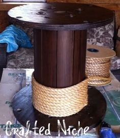 DIY spool & rope end table. Perfect for a pirate room! Electrical Spools, Wire Spool Tables, Wood Spool, Ballard Designs, Diy Furniture, Outdoor Furniture, Wood Projects, Diy Crafts, Patio Table