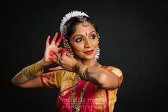 Specializing in Bharatanatyam, Odissi, Bollywood, Kathak, and portrait photography. Dance Photography, Photography Portfolio, Portrait Photography, Dance Photo Shoot, Cultural Dance, Indian Classical Dance, Dance Poses, Dance Costumes, Hema Malini