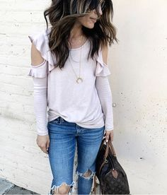 The softest dusty rose tee for today's easy outfit. Hope you all had a good one!! All new weekend recap up on the blog (link in profile).... I'm sharing some favorite items I own that are on sale, along with a few wishlist items too. // top comes in 5 colors (black , grey, and olive too) and is under $50... exact details via http://liketk.it/2qULZ or @liketoknow.it tab on blog. #liketkit