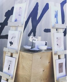DIY Display Shelves - these would be great fora display to take to craft shows, retail or at home. Market Displays, Craft Show Displays, Display Ideas, Retail Displays, Merchandising Displays, Window Displays, Art Display Panels, Display Shelves, Display Stands