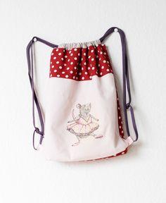 Der Kindergarten geht los! Und was darf da nicht fehlen? Ganz klar: eine eigene Kindergartentasche. Nacheinigem Suchen, habe ich die...