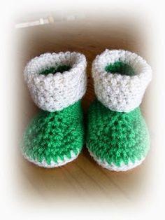 Zelfgemaakt !          haakwerkjes en meer...: Patroon baby slofjes Crochet Birds, Crochet For Kids, Crochet Baby, Free Crochet, Knit Baby Booties, Baby Boots, Baby Girl Shoes, Pinterest Crochet, Crochet Designs