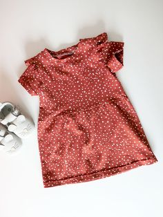 Baby Girl Patterns, Baby Clothes Patterns, Baby Knitting Patterns, Clothing Patterns, Baby Sewing Tutorials, Diy For Girls, Fashion Sewing, Little Dresses, Diy Clothes