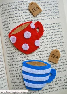 Felt teacup bookmark available on her etsy shop Fabric Crafts, Sewing Crafts, Craft Projects, Sewing Projects, Felt Bookmark, Diy Bookmarks, Creation Couture, Felt Patterns, Felt Diy