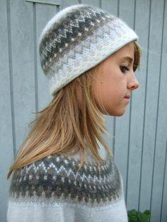 "Designer: Kerstin Olsson Kits for ""Gotiska Fönstret Blå"" - The Gothic Window Blue are available. Knitting Stitches, Knitting Yarn, Hand Knitting, Crochet Woman, Knit Crochet, Crochet Hats, Girls Sweaters, Cardigans, Knitwear Fashion"