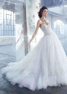 Bonitos vestidos de novia | Colección Lázaro