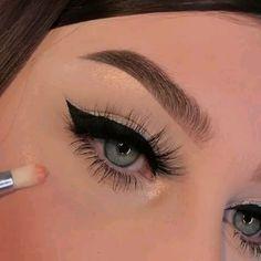eyeliner extravaganza 👁 – About Eye Makeup Makeup Eye Looks, Beautiful Eye Makeup, Perfect Makeup, Brown Makeup Looks, Perfect Eyeliner, Eyebrow Makeup, Skin Makeup, Eyeshadow Makeup, Liquid Eyeshadow
