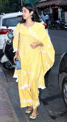 The actress walked into her gym gear and later was seen wearing a pretty yellow dress. Simple Kurta Designs, Half Saree Designs, Kurti Neck Designs, Kurta Designs Women, Party Wear Indian Dresses, Dress Indian Style, Pakistani Dresses, Indian Outfits, Lucknowi Suits