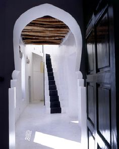 Slick modern look of the entrance in Riad Dar Noury Architecture Details, Interior Architecture, Interior And Exterior, Interior Design, Modern Interior, The Doors, Windows And Doors, Balustrades, Tadelakt