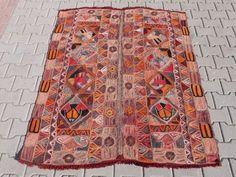 Vintage Kilim Rug: Embroidered Marsh Arabs' Wedding Blankets (Ma'dan Dowry Blanket) - x x 170 CM) Turkish Kilim Rugs, Central Asia, Rugs On Carpet, Bohemian Rug, Hand Weaving, Autumn Fashion, Autumn Style, Antiques, Blankets