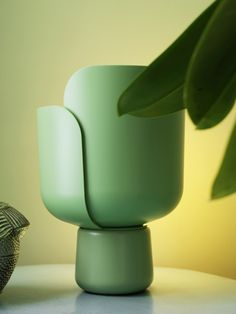 Lampada da tavolo in polietilene BLOM by @fontanaarte  #design Andreas Engesvik
